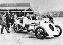 BABS Parry Thomas in Brooklands paddock 1926 (b)
